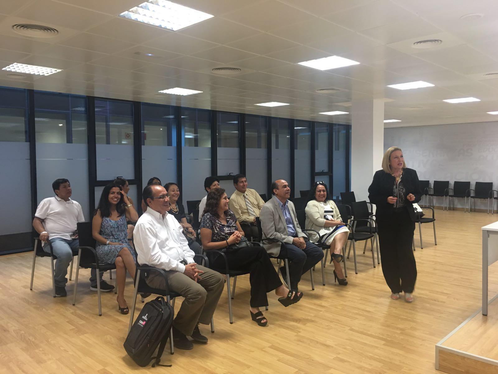 Jornada formativa sobre gestión pública a doctorandos peruanos junto a Gobernatia