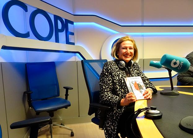 Ofelia Santiago en el programa La linterna de la COPE