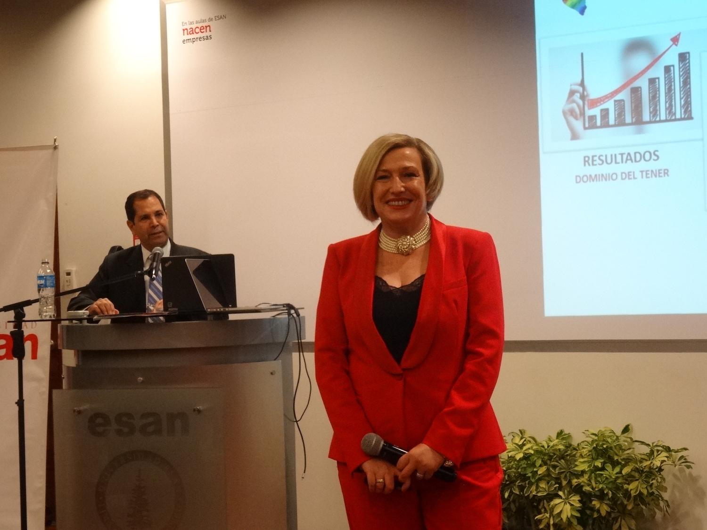 Ponencia sobre coaching político en Edircom Perú