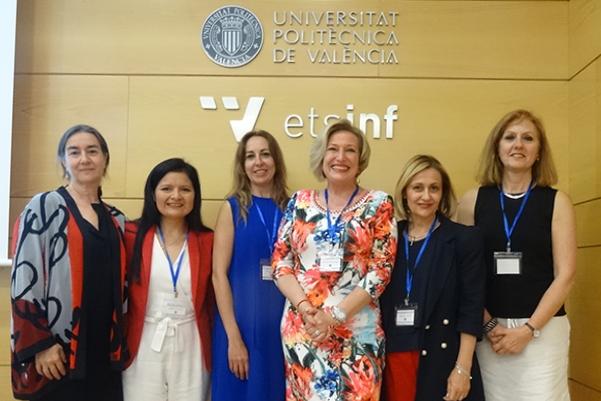 Ofelia Santiago con las ponentes en I Congreso Internacional de ATENEA
