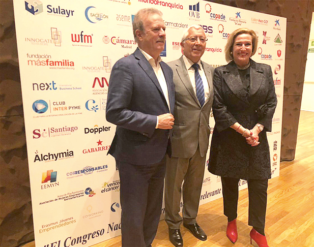 Ofelia Santiago con Manuel Campo Vidal en el I Congreso de la Mujer de AEMME
