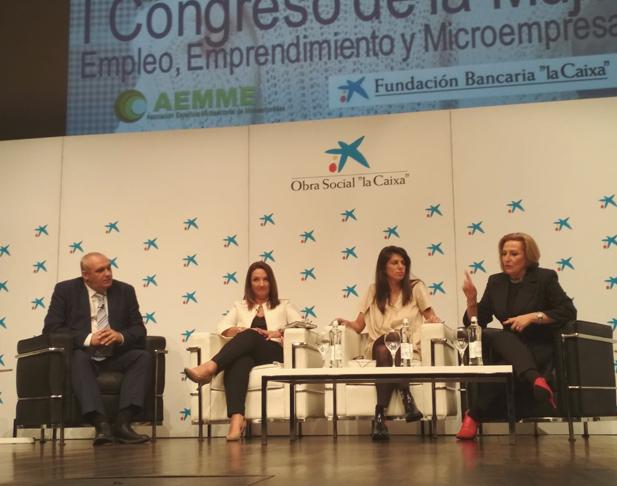 Ofelia Santiago en la mesa redonda del Congreso de la Mujer de AEMME