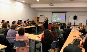 Ofelia Santiago charla Mujer en la ciencia AMIT